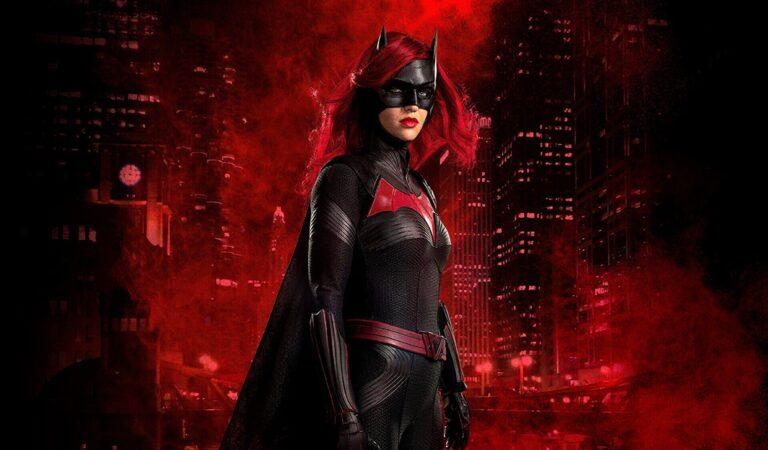 Batwoman | Ruby Rose parabeniza Javicia Leslie por ter sido escolhida para assumir o papel principal