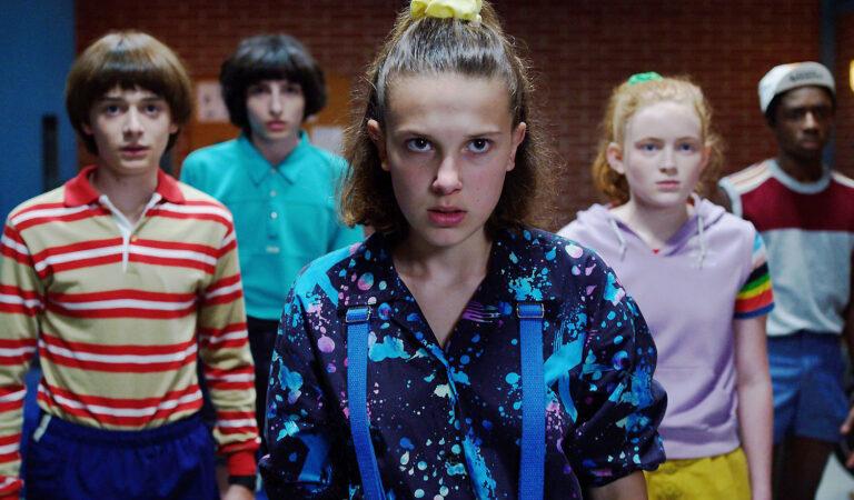 Stranger Things | Eleven aparece em maca em foto do set de gravações